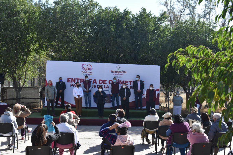 Entregan oxímetros para clubes de adultos mayores en Tlalnepantla