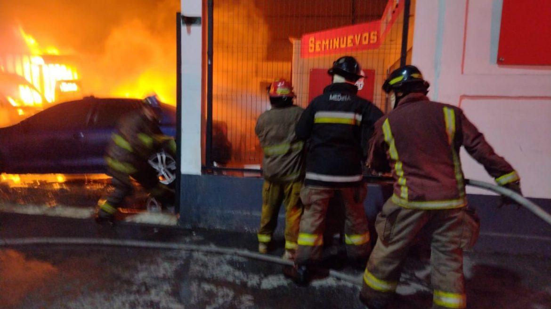 Bomberos de Tlalnepantla sofocan incendio en empresa